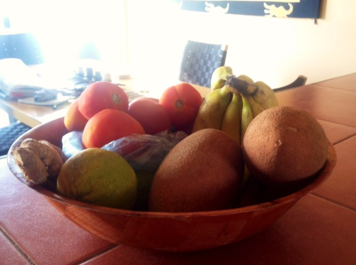 Mayem Sapotes share the bowl with a couple of limes, bananas, tomatoes .... just another shopping day, with lots of yoga.