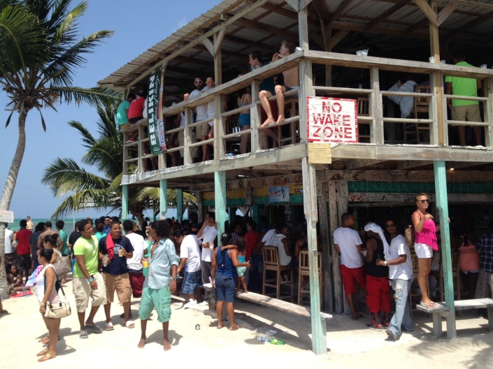 The Lazy Lizard, one busy busy bar on Sunday during the Caye Caulker LobsterFest.